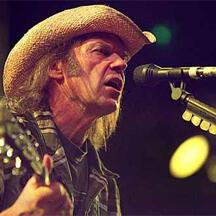 «Neil Young – Live at the cellar door» της Πέρσας Σούκα