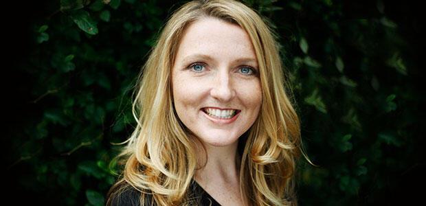 Τζούλια Στιούαρτ: συνέντευξη στη Στέλλα Κάσδαγλη