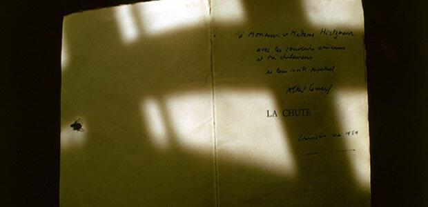 Η πτώση του Αλμπέρ Καμί με αφιέρωση και υπογραφή του ίδιου.