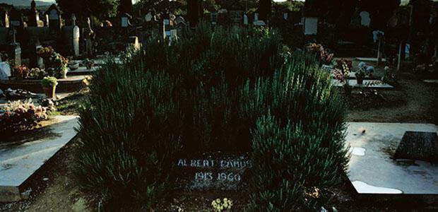 Ο τάφος του Αλμπέρ Καμί στο κοιμητήριο του χωριού.