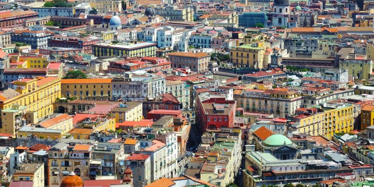 Η Έλενα Φερράντε και η ιδιαίτερη σχέση της με τη Νάπολη